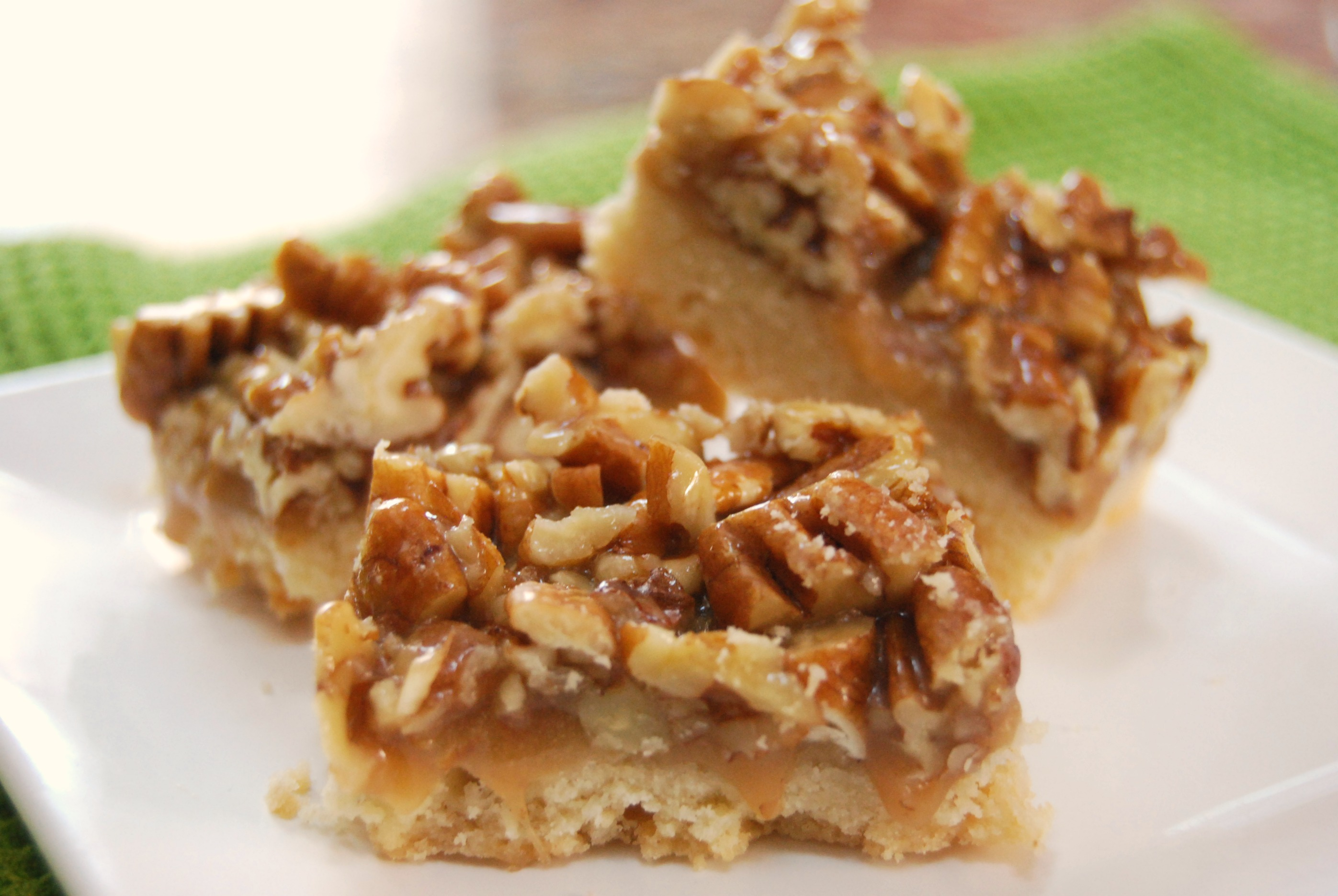 Pecan Pie Bars - Macaroni and Cheesecake