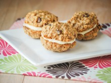 Banana Bread Whoopie Pies
