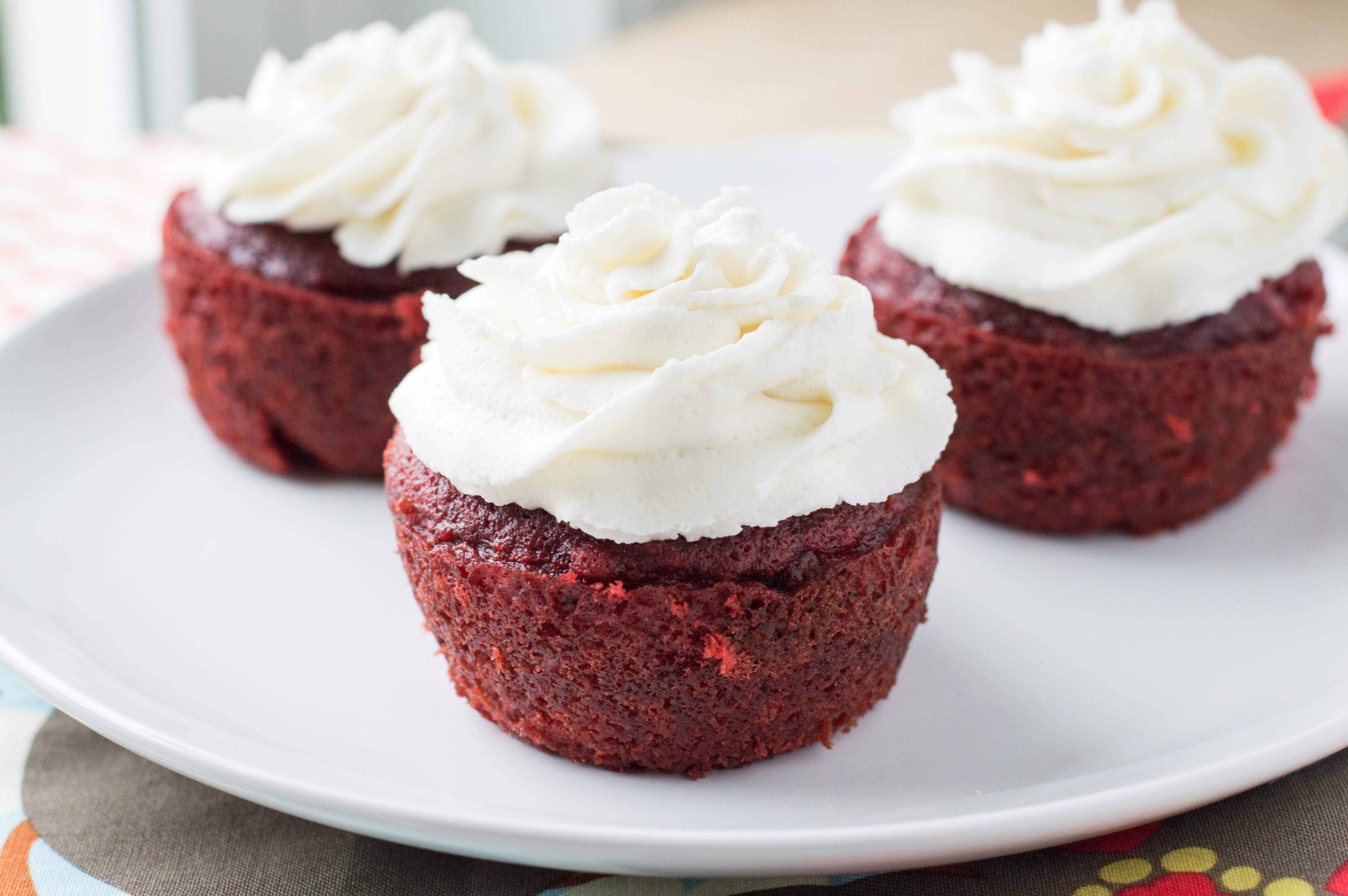 Red Velvet Cupcakes - Macaroni and Cheesecake