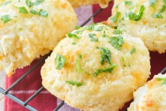 Cheddar Biscuits.1 (4 of 5)