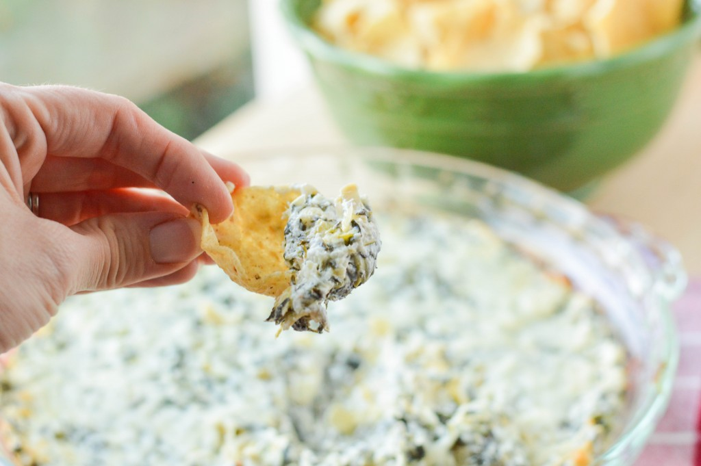 Baked Spinach Artichoke Dip {Macaroni and Cheesecake}