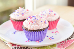 Chocolate Buttermilk Cupcakes with Strawberry Buttercream {Macaroni and Cheesecake}
