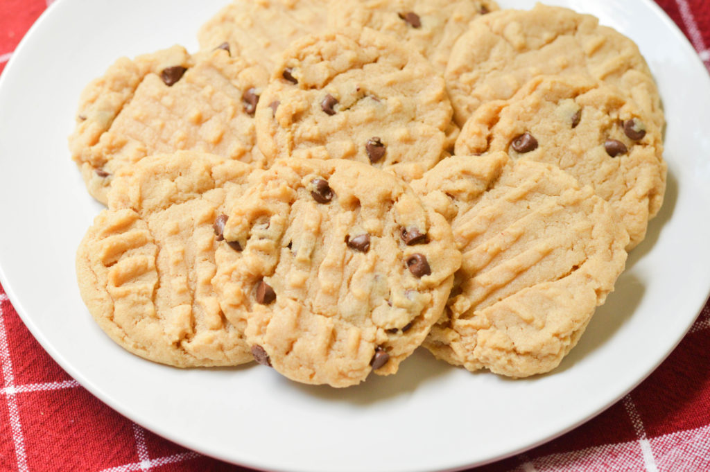 Irresistible Peanut Butter Cookies {Macaroni and Cheesecake}