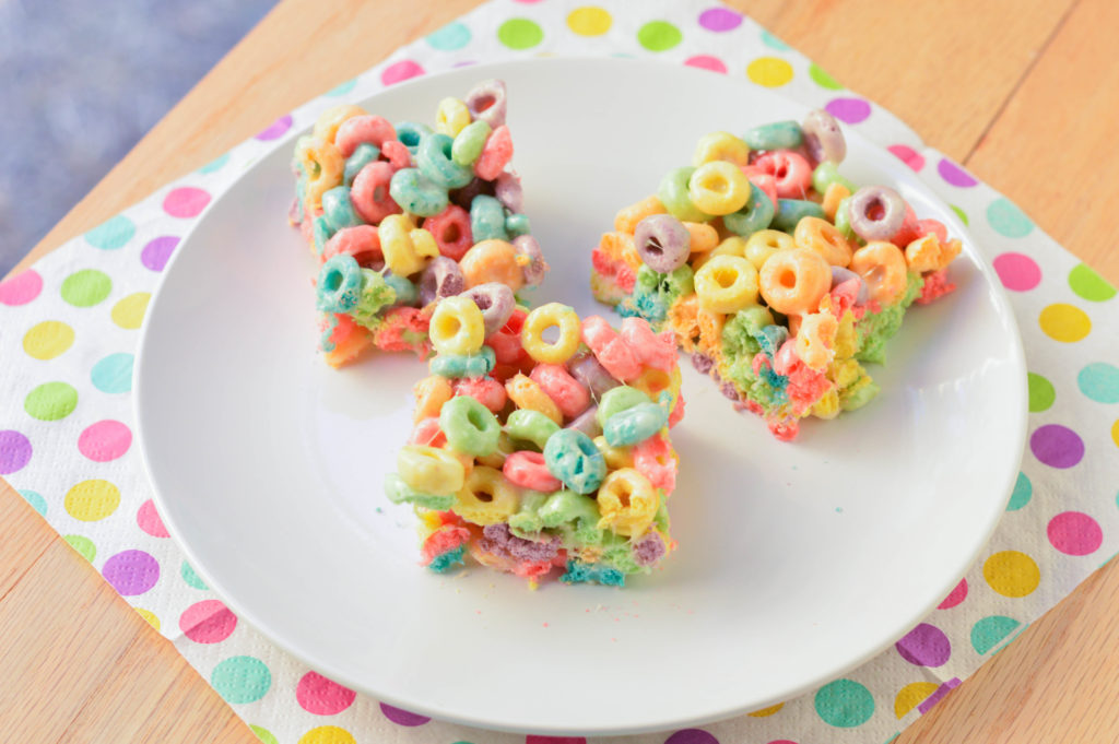 Rainbow Cereal Treats {Macaroni and Cheesecake}