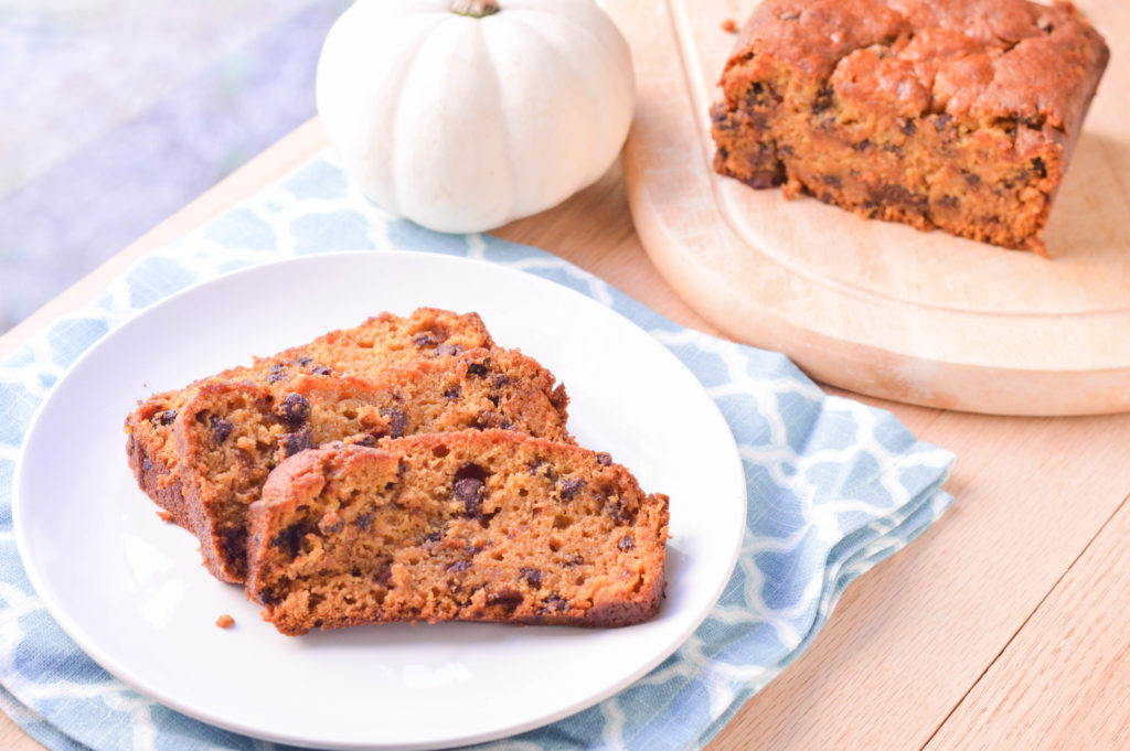 Pumpkin Chocolate Chip Bread {Macaroni and Cheesecake}