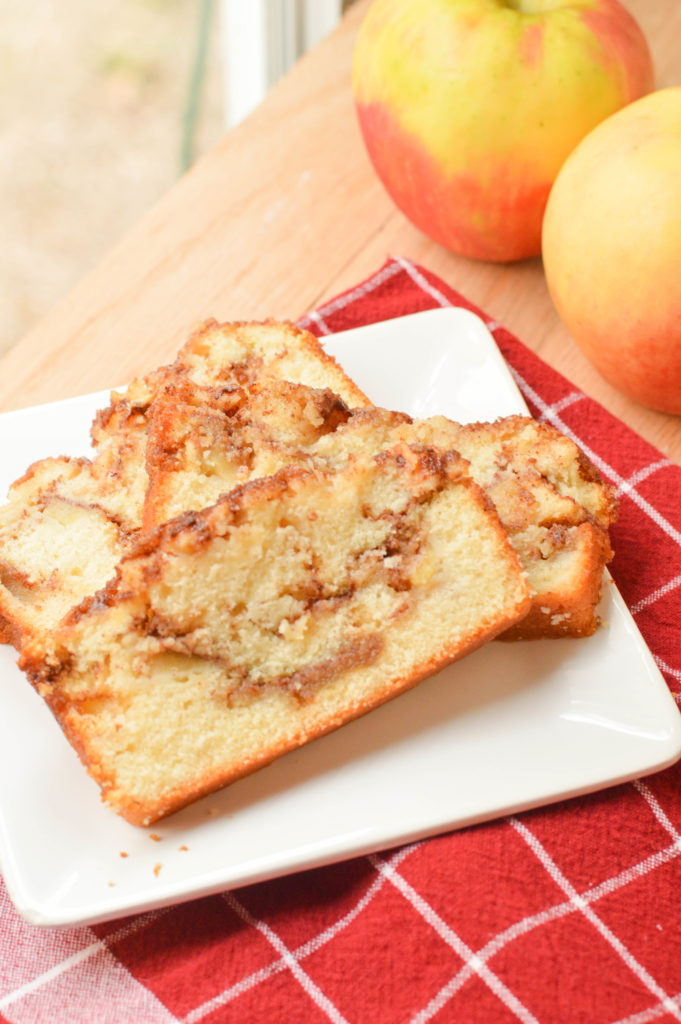 Cinnamon Apple Bread {Macaroni and Cheesecake}